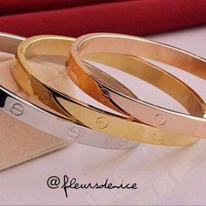✨18k Gold Plated Unisex Bangle✨